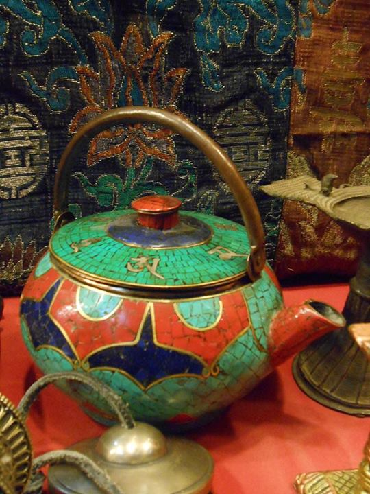 Look at the beautiful color combinations on that teapot! who wouldn't love to drink tea from it?