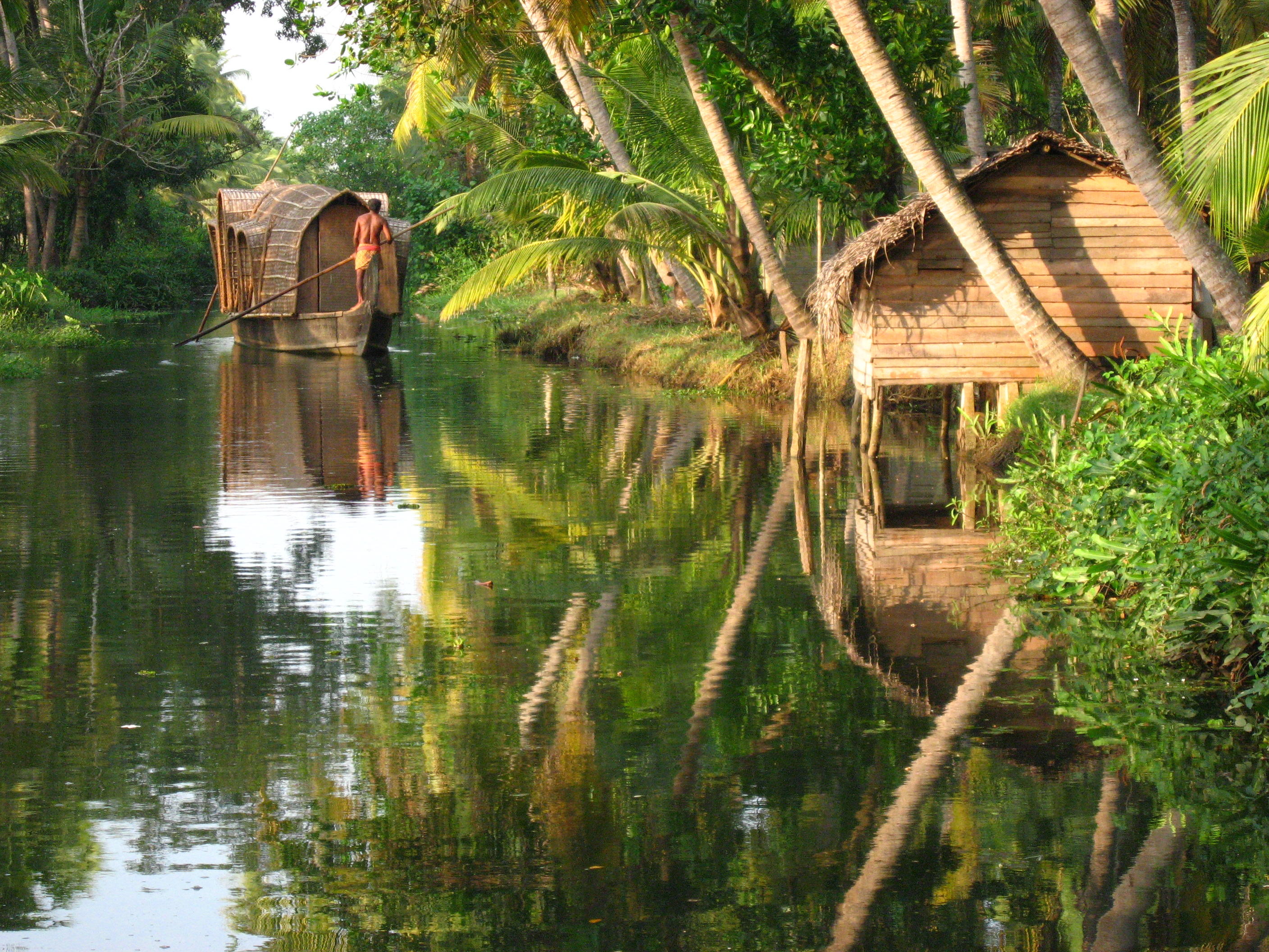 Kerala_backwater_scene