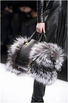 A chic duffel-bag-lookalike in fur!